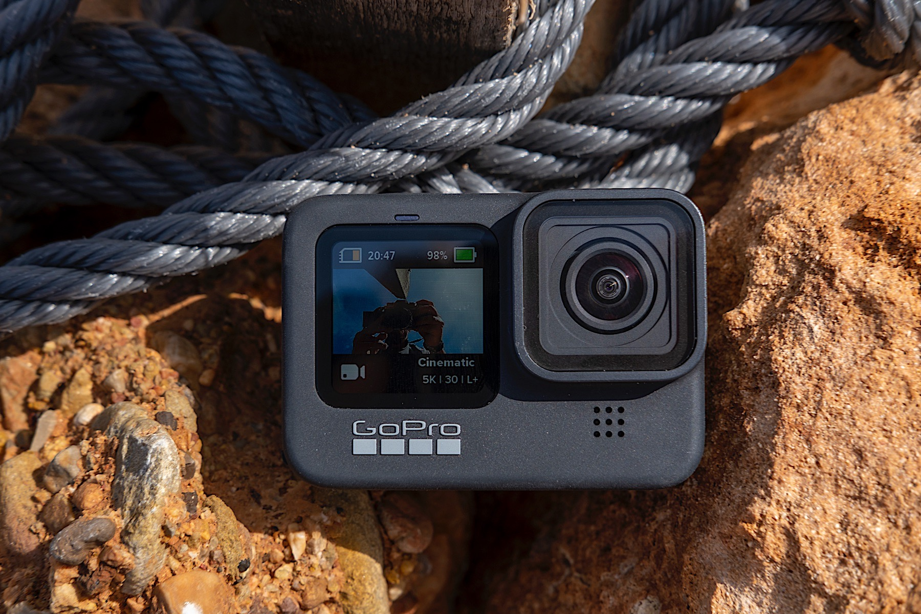 10 Must Carry Gadgets While Trekking